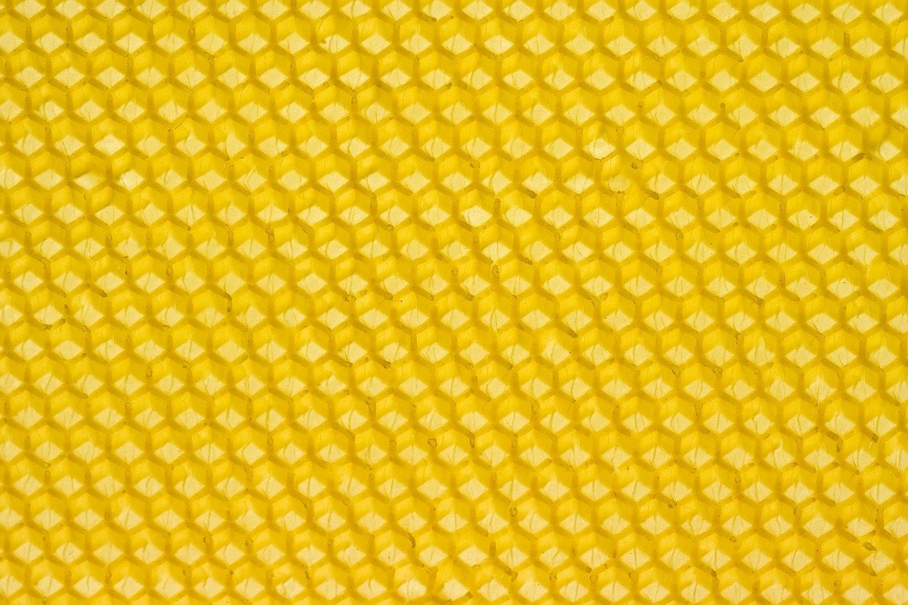 Beeswax is known to decrease air pollutants
