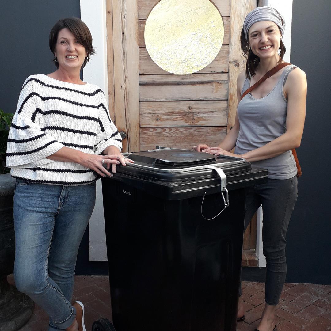 Therese-Bradley-bin-winner-with-Cornelia-Stoop-bin-producer